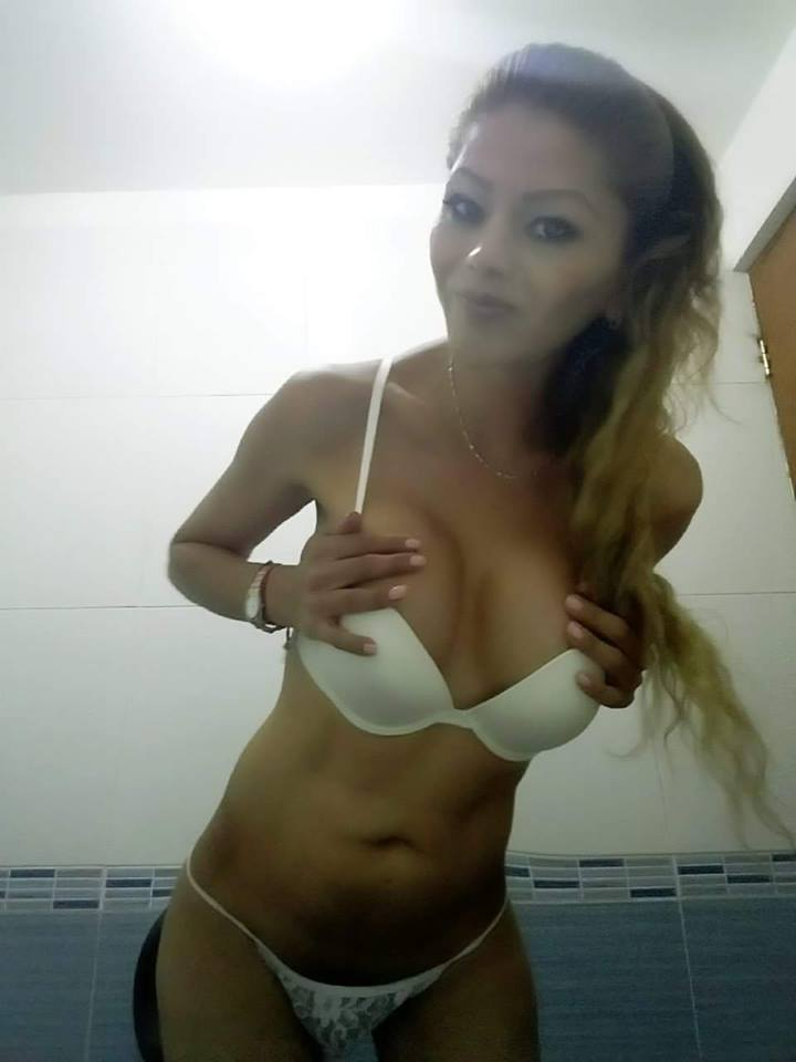 Yunuett sexy blonde tranny