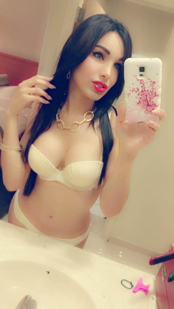 Miranda Lombardo shemales selfie