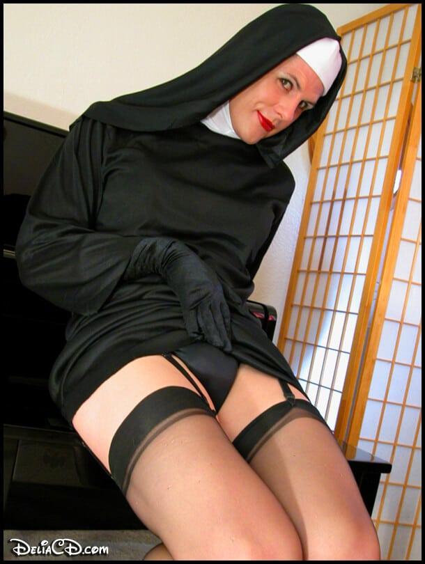 sensual monja travesti