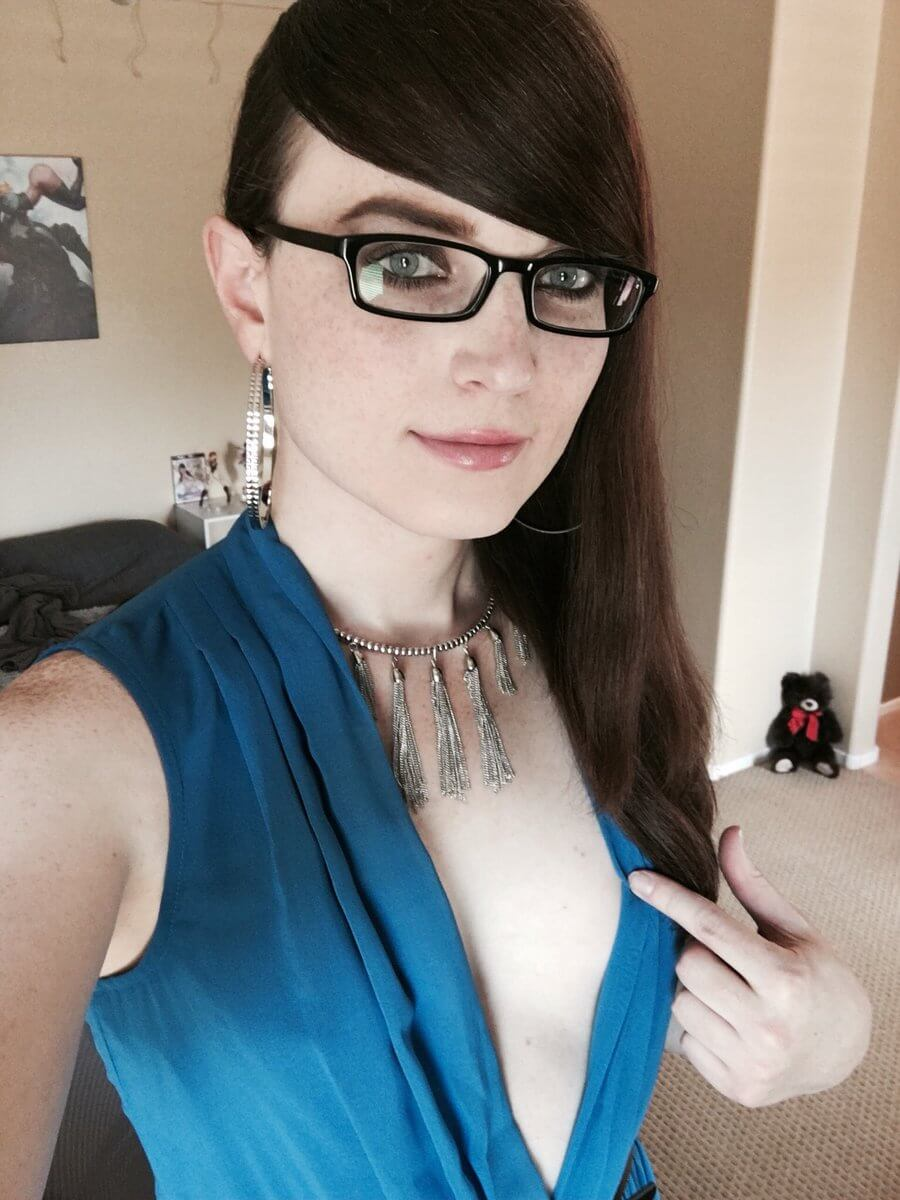 cute natalie mars with glasses