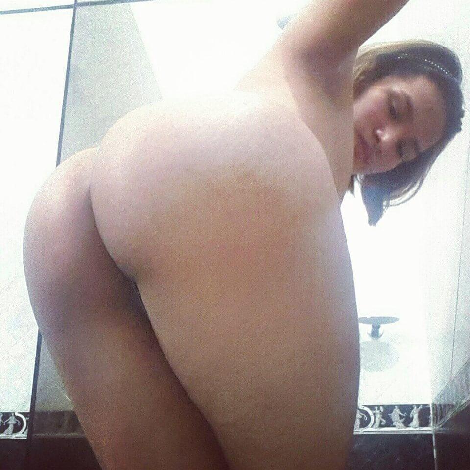 travesti con gran culo desnuda