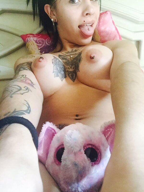 Katy Leon travesti tetas grandes