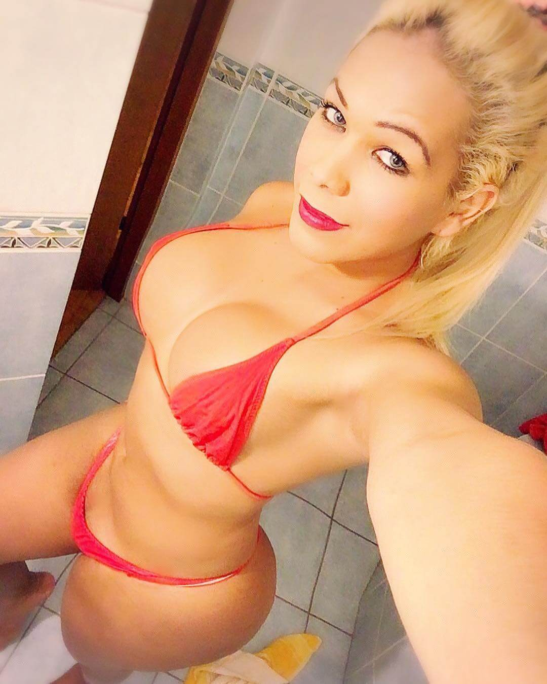Oriana Isabel Lopez blonde shemale