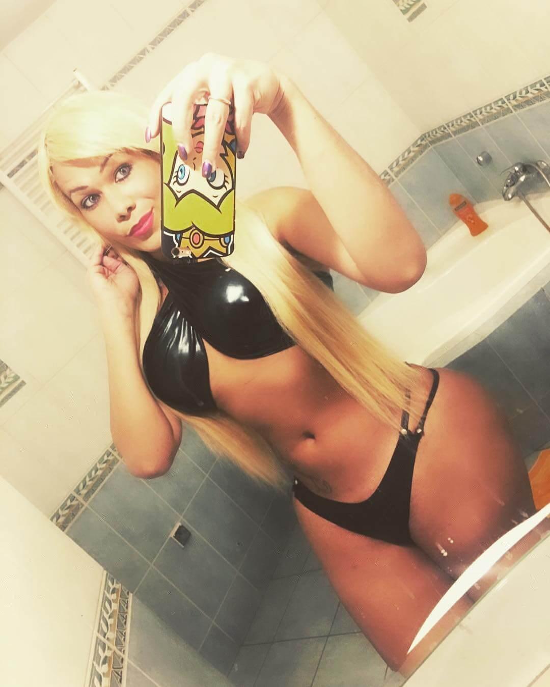 Oriana Isabel Lopez blonde tranny