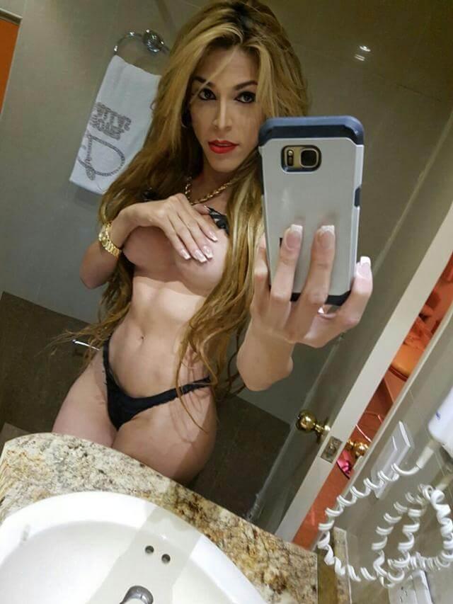 Cisne shemale selfie