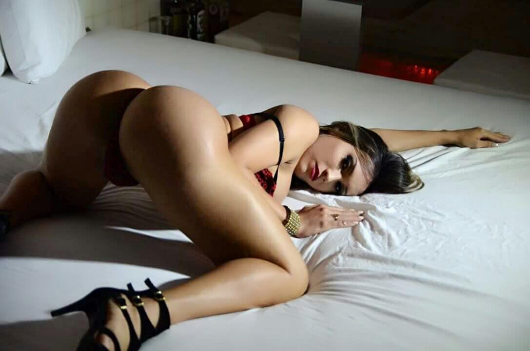 Bianca Hasine rubia travesti