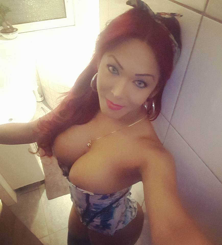 Dayana Piña shemale selfie