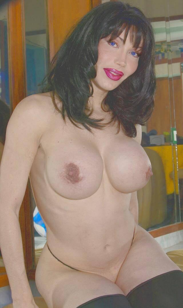 Luva busty shemale