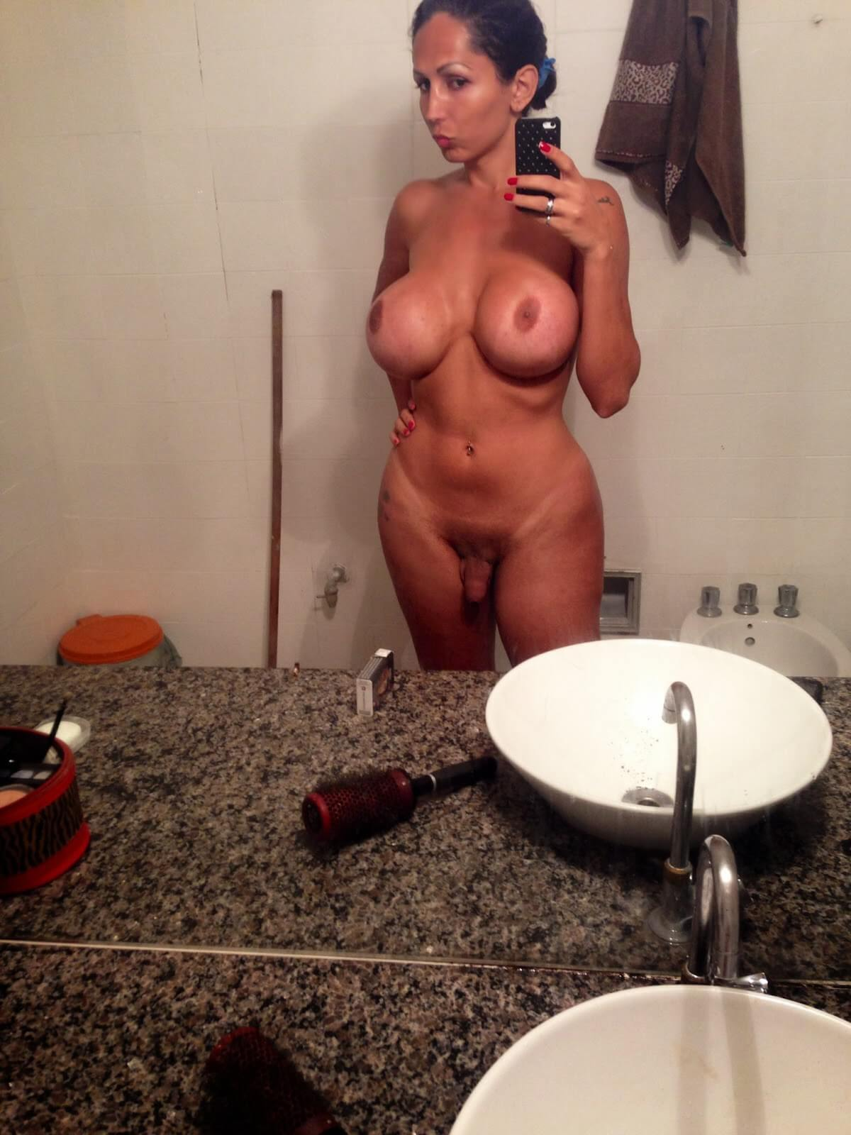 Kariny Hilton selfie