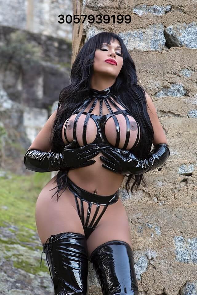 Valeria Irons big tits tranny