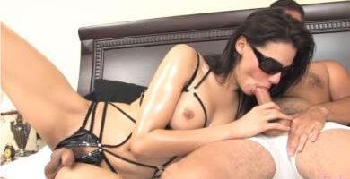 mi sensual esposa shemale me esta haciendo sexo oral con su pene descubierto
