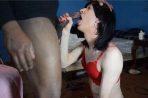 colegiala crossdresser dandole una mamada a un negro de polla grande