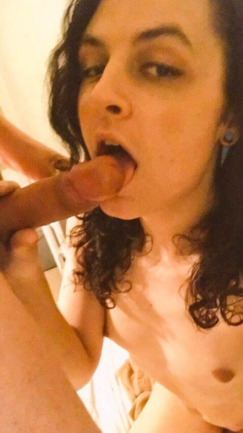 younng tranny sucking dick