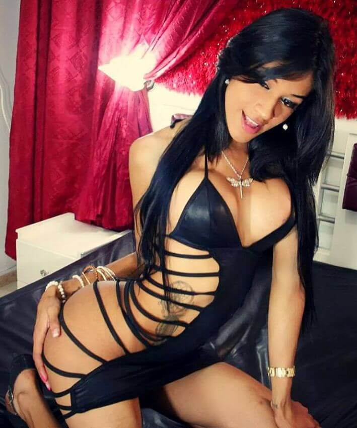 travesti sweetlaurasaenz sex huge sucks boyfriend