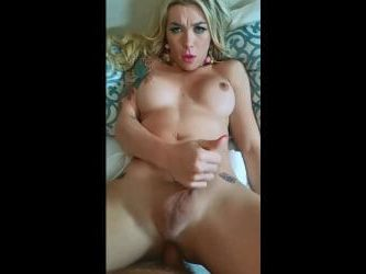 tgirl aubrey kate teniendo sexo anal con macho peludo